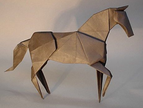 折り紙の馬。こういうのを自分でも折ってみたいなぁ。