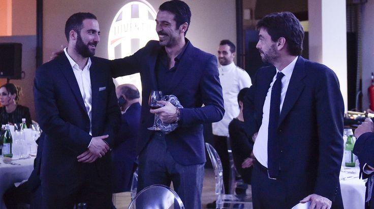 Higuain, Buffon e Agnelli, che feeling alla festa di Natale! - Tuttosport
