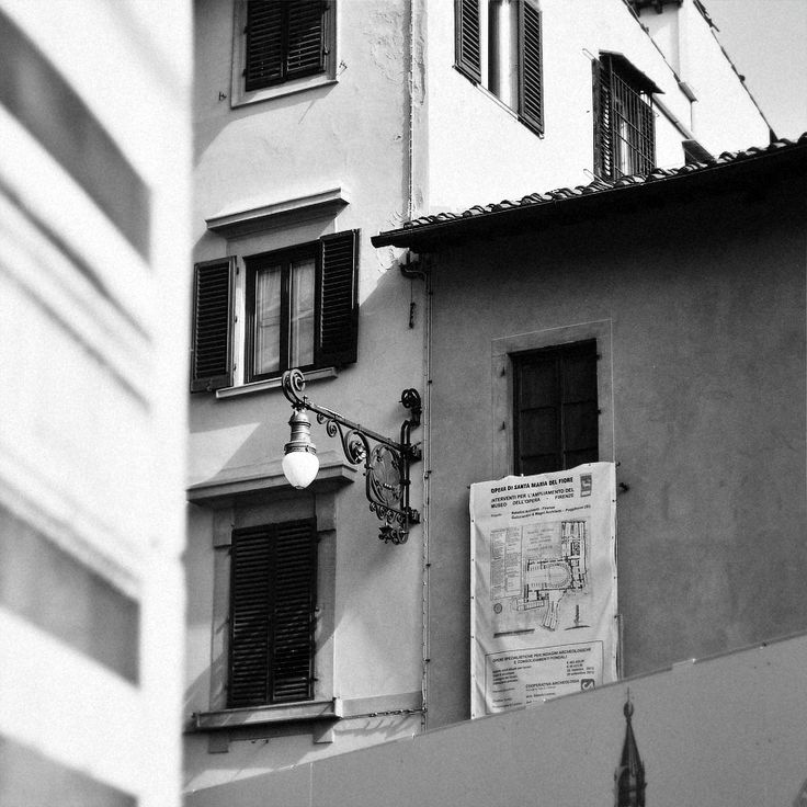 #helios #details #outdoors #Florence #life #moments #mamba #city #center #square #bw #building #place #photo by Olga Tkachenko