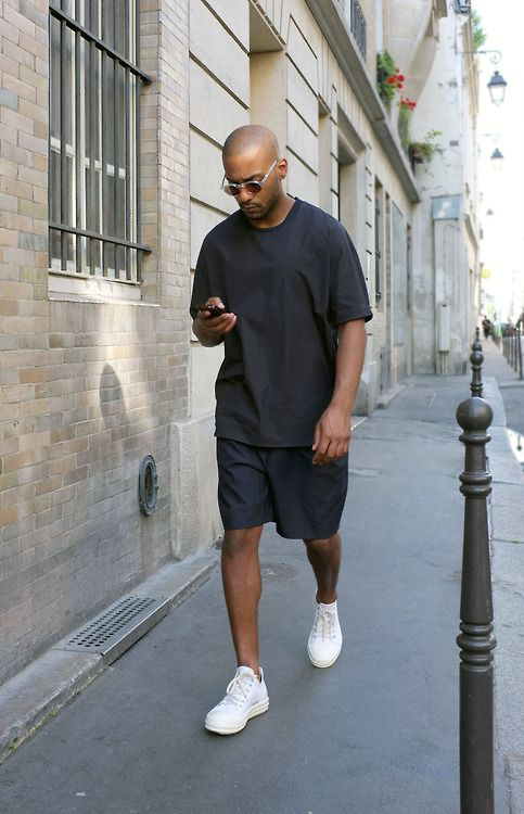 Sometimes you can't beat sheer simplicity, especially when the cut is just right, which to us means boxy, oversized and relaxed. #WWYF #mensstreetstyle
