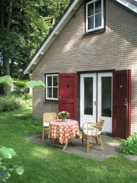 Huis de Buizerd - B&B - Gelderland. Cottage in the forest with your own garden. We had a lovely stay here. De Hoge Veluwe.