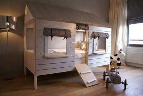 """Treehouse"" bunk bed..."
