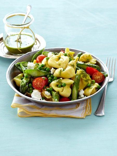 die besten 25 pesto tortellini salat ideen auf pinterest. Black Bedroom Furniture Sets. Home Design Ideas