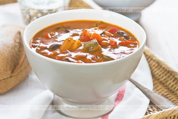 Zupa fasolowa z papryką i kapustą
