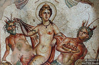 Affresco di età Adrianea (I secolo d.C) rappresentante il trionfo di Venere. Tale affresco fu ritrovato in una domus romana a Bulla Regia (Tunisia).