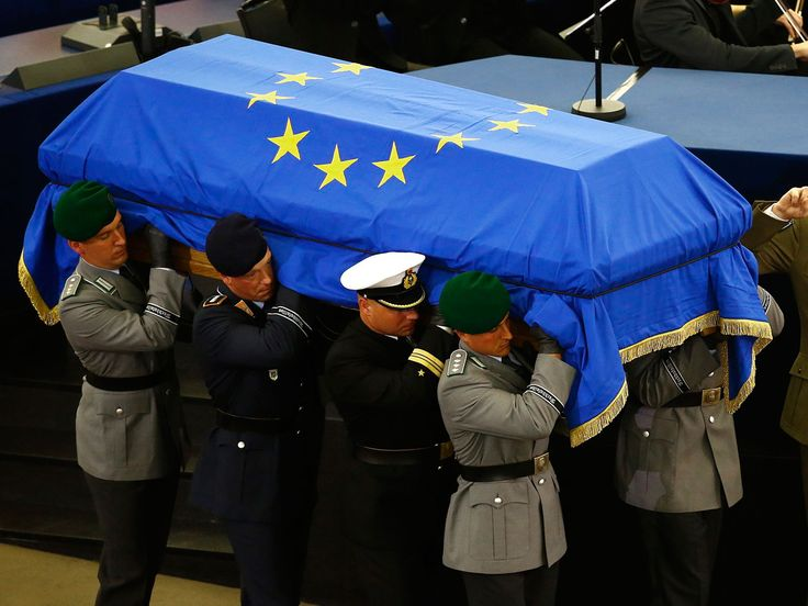 Helmut Kohl: World leaders pay tributes as coffin of German reunification leader draped in EU flag