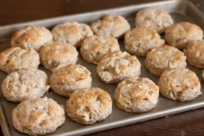 Jablečné sušenky od Danči.   Pokud to se zdravým životním stylem myslíš vážně, tak si na jablečné sušenky udělej čas. Máš tak jistotu, že jíš zdravé sušenky, k