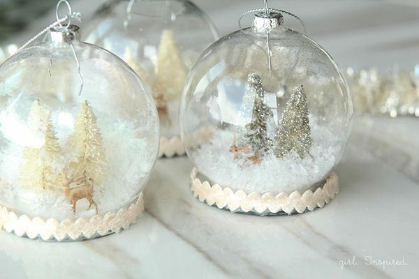 DIY Ornament Wedding Favors: Send your wedding guests home with these DIY snow globe ornaments, or hang them on a tree for a DIY wedding seating chart.  | 16 Creative DIY Ideas for Your Winter Wedding
