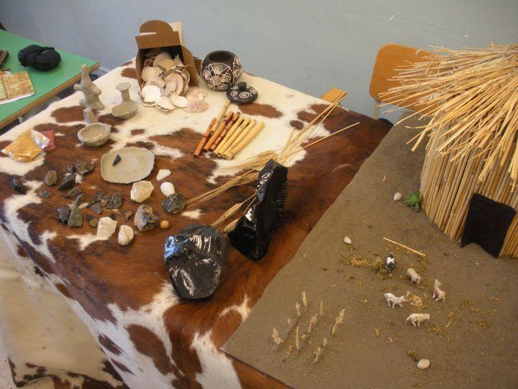 materiale didattico e plastico di una capanna neolitica