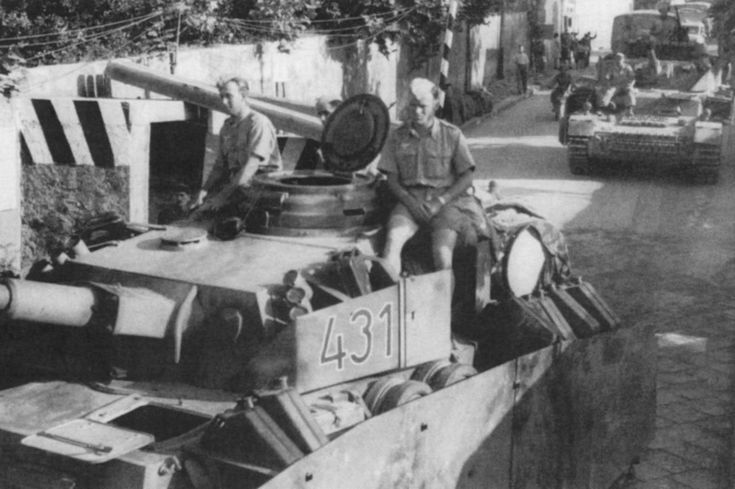 Les chars de la panzer division hermann goering en italie for Combat portent 30 18
