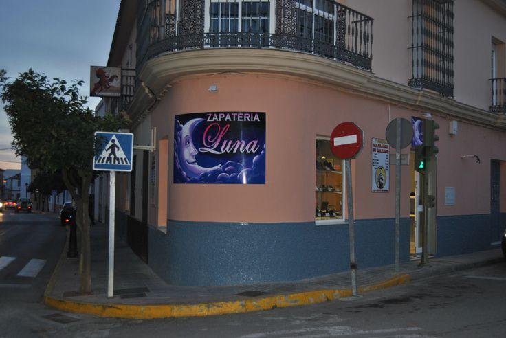 http://portalumbrete.com/index.php/categorias/salud-y-belleza/zapaterias/174-zapateria-luna