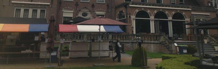 VERKOOP MARKTKRAMEN Bij De Zwart in Zwanenburg kunt u terecht voor de verkoop van marktkramen in Amsterdam en omgeving. Wij bieden diverse soorten marktkramen voor de verkoop, zodat u de sfeer kunt creëren waarnaar u op zoek bent. Marktkramen zijn uitstekend geschikt voor evenementen en partijen, maar kunnen ook dienen voor de aankleding van uw winkel of showroom.