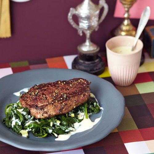 Steak auf Würzspinat mit Parmesanrahm