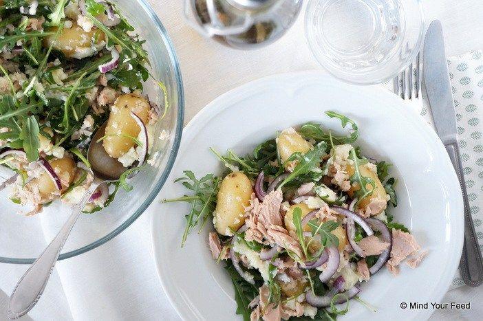 Snelle makkelijke maaltijd voor doordeweekse avond, met deze lauwwarme salade van bloemkool, krieltjes en tonijn zet je die zo op tafel!