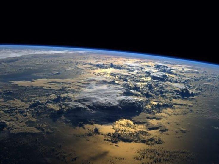 """Il aura suffit d'un article, publié lundi sur le site du Financial Times, pour ranimer le spectre d'une guerre dans l'espace. On y apprend que la Russie a mis un mystérieux objet sur orbite en mai, sans en informer les agences spatiales du reste du monde, et qu'il pourrait s'agir d'un satellite conçu pour détruire d'autres satellites. D'abord classé comme un débris spatial issu de la mise en orbite de trois satellites de communication militaires russes, """"Object 2014-28E"""" serait bien plus ..."""