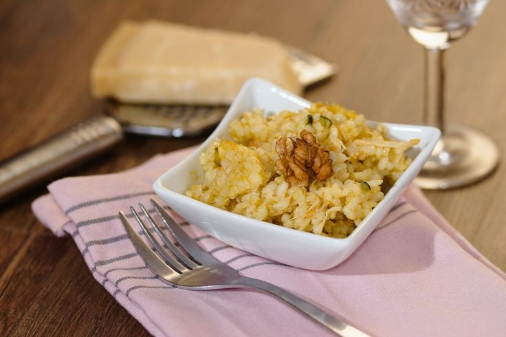 Risotto con pere e noci, la ricetta di un primo piatto insolito, originale e gustoso