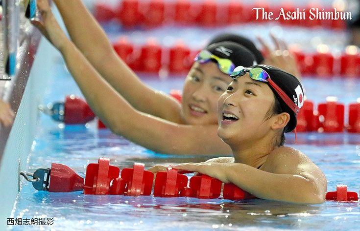 リオデジャネイロ五輪に出場する日本選手団が選手村に入り、25日から本格的な練習をスタート。写真は、練習で笑顔を見せる池江璃花子選手(右)と酒井夏海選手です。(日) - 朝日新聞 #リオ五輪 #競泳