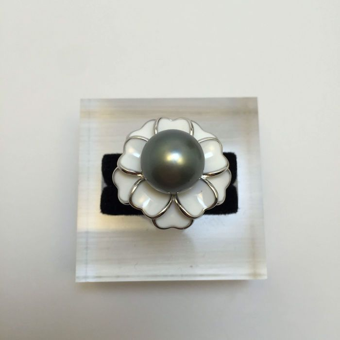 Diameter van de zwarte parel ring parel van Tahiti 11.1 mm  Tahitiaanse zwarte en grijze Parel ringen parel oppervlak delicaat. Stijl fashion royale eenvoudig en verplaatsen.Oorsprong: Tahiti.Verscheidenheid: zee parels.Diameter: Parel 115 mm.Hoeveelheid: 1 parel.Gewicht: 78 gram.Lengte: Ring ring diameter 1.5-1.9 cm.Kleur: Zwart en grijs.Glans: Zeer sterk.Accessoires: 925 zilverVoorwaarden: nieuwe hoogwaardige natuurlijke onvolmaakt met een beetje fout.Wijze van vervoer: luchtvervoer…