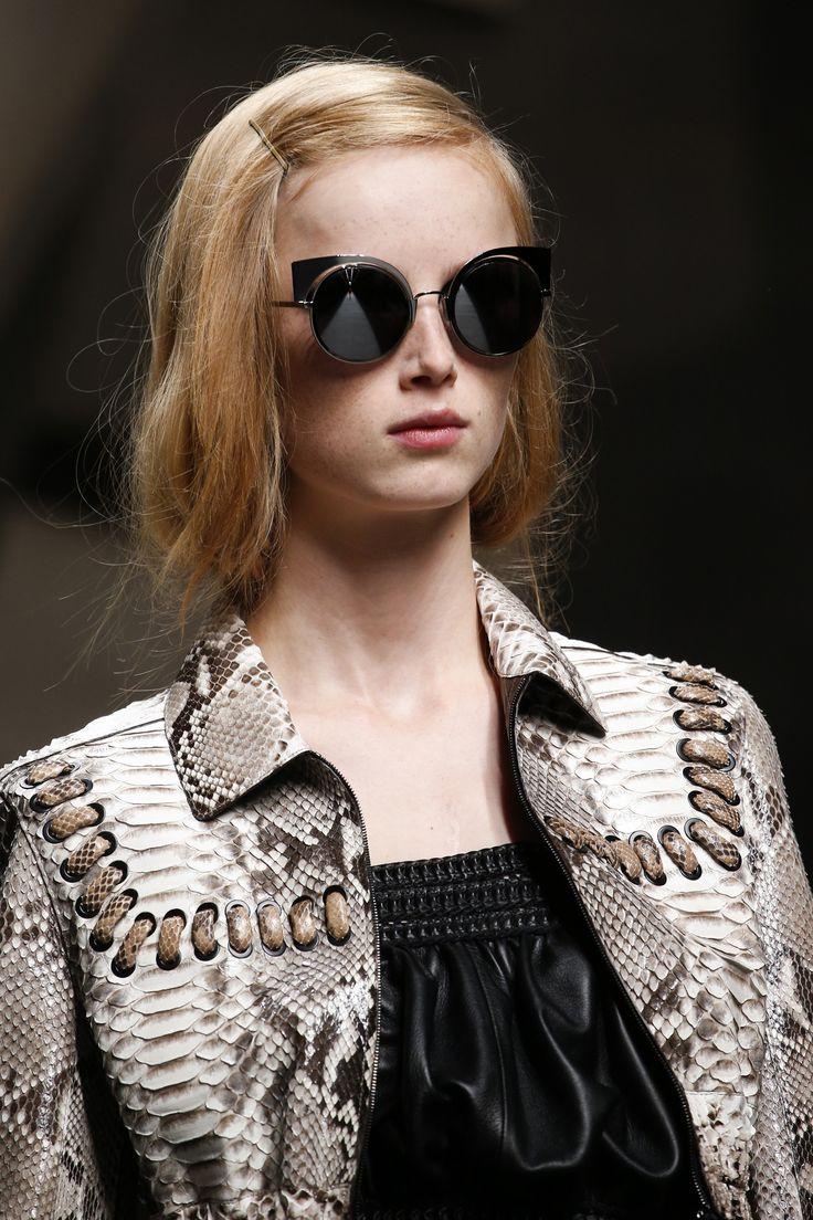 fe8fa9e7d98417 172 best Gafas en la pasarela images on Pinterest   Dsquared2 ...