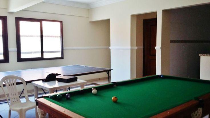 Excelente apartamento, aviação praia grande, 2 dormitórios, sala 2 amb. piscina, churrasqueira e forno, salão de festa, salas de jogos e áres livre para lazer