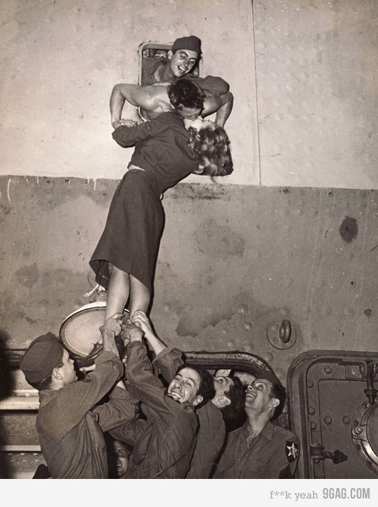 Second World War kiss #photography