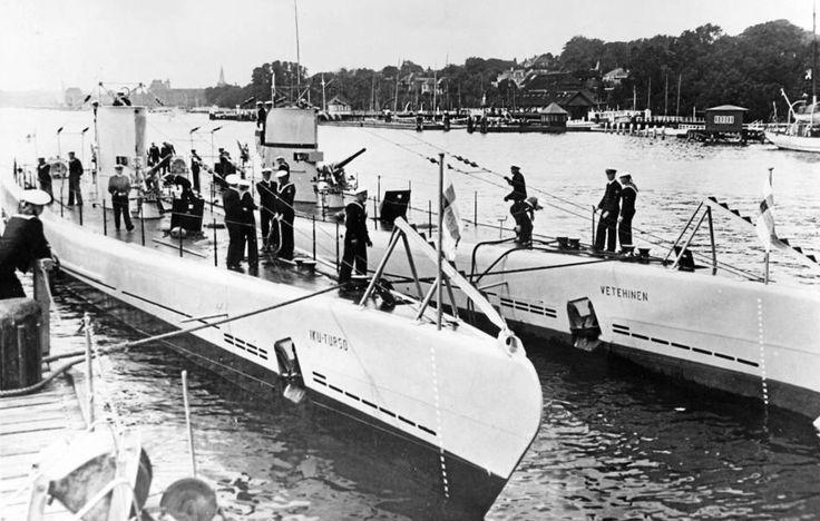 Iku-Turso and Vetehinen in Kiel, Germany 1935. Photo: Keystone View Company