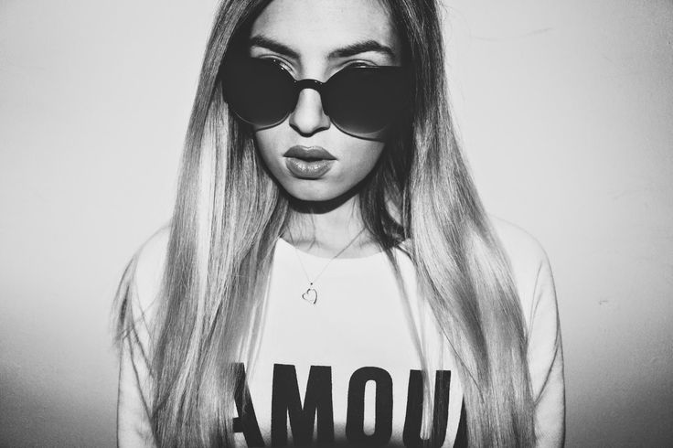 The Australian Girl link: http://theaustraliangirlblog.blogspot.pt/2015/02/favorite-sunglasses-big-lips.html