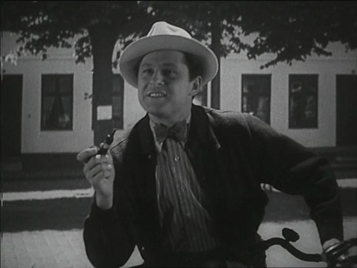 som journalist Daniel Jensen, i Tag til Rønneby kro fra 1941.