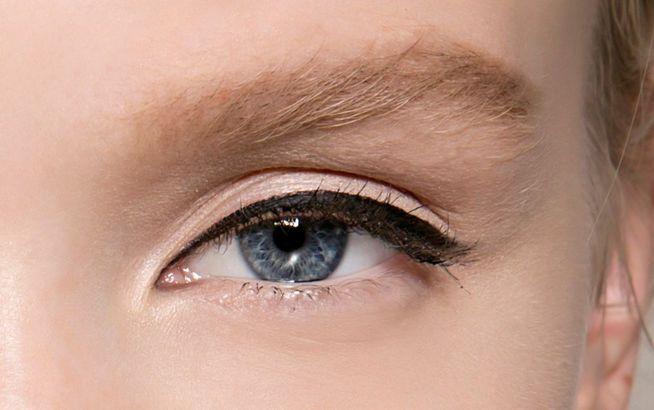 die besten 17 ideen zu perfekter lidstrich auf pinterest alltags eyeliner cat eye lidstrich. Black Bedroom Furniture Sets. Home Design Ideas