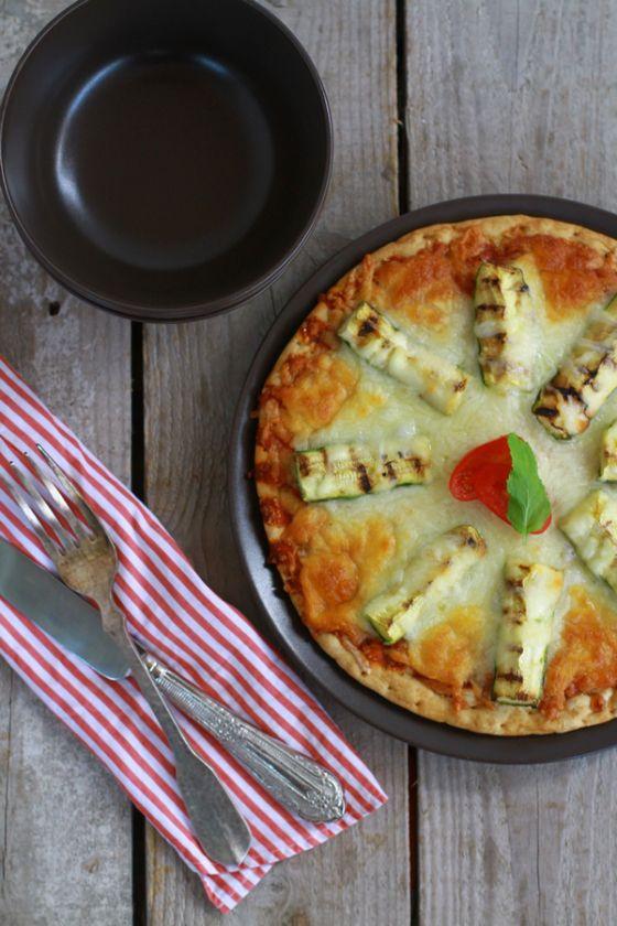Zucchini, Mozzarella Pizza recipe
