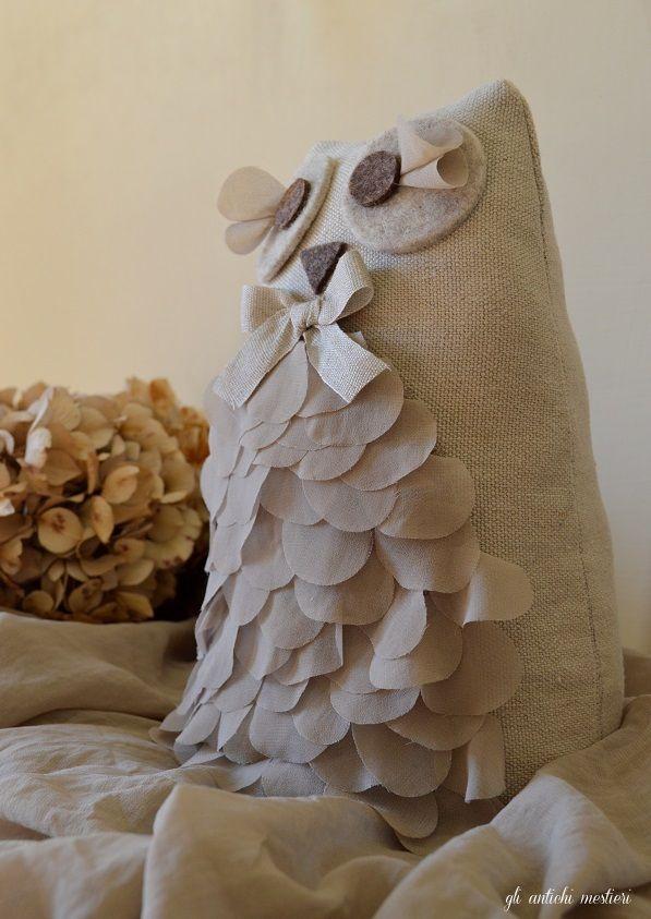 Dall'aspetto romantico, ecco la mia versione di Anacleto, morbido gufo fermaporta!
