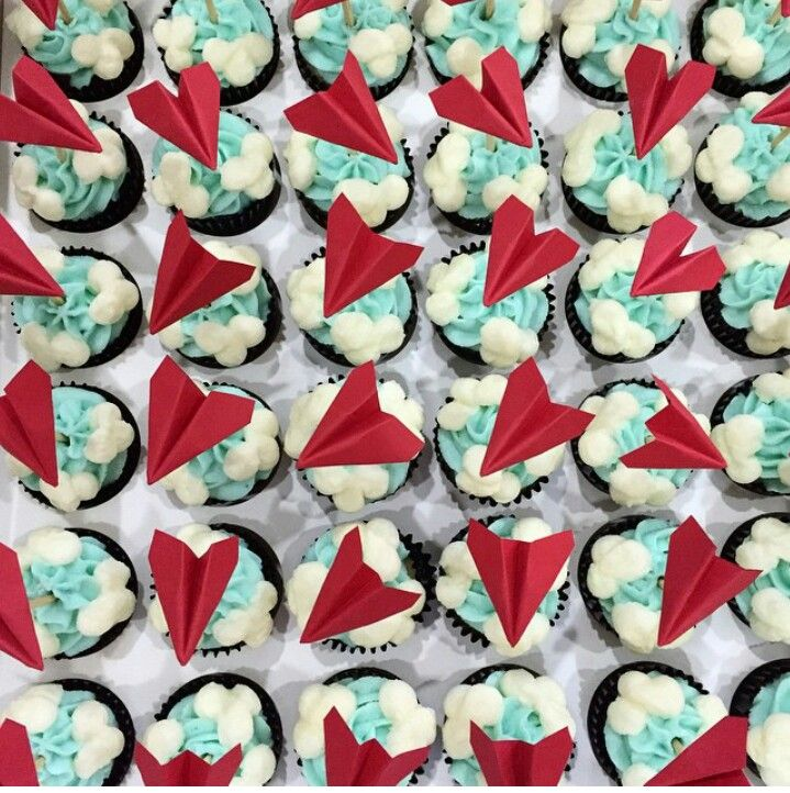 Diy paper airplane cupcake toppers