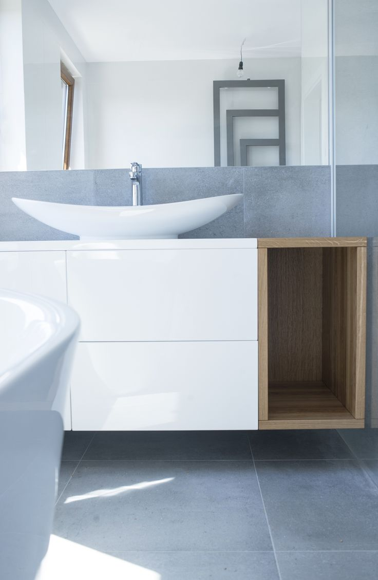 Szafka do łazienki pod umywalkę. MDF lakierowany oraz dąb