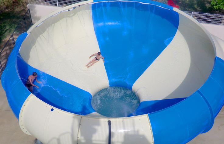 Le Camping Le Cap Agathois est situé à 3 km de la Mer Méditerranée avec ses grandes plages de sable fin et du port du Cap d'Agde ; c'est le site idéal pour vos vacances en famille. Le camping vous propose des locations de mobil-homes, mais aussi des emplacements camping.   L'espace aquatique est composé de deux piscines dont l'une est équipée de trois toboggans aquatiques qui font la joie des jeunes et des moins jeunes, d'une pataugeoire, d'une piscine chauffée et bains à remous.