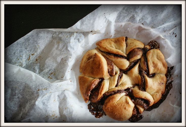Time for breakfast 😋🏡 nutella bread 🍫🍞 #nutella #bread #breakfast
