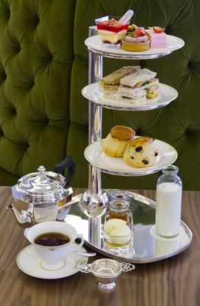 Afternoon Tea at Harrods, London (LW21-1)