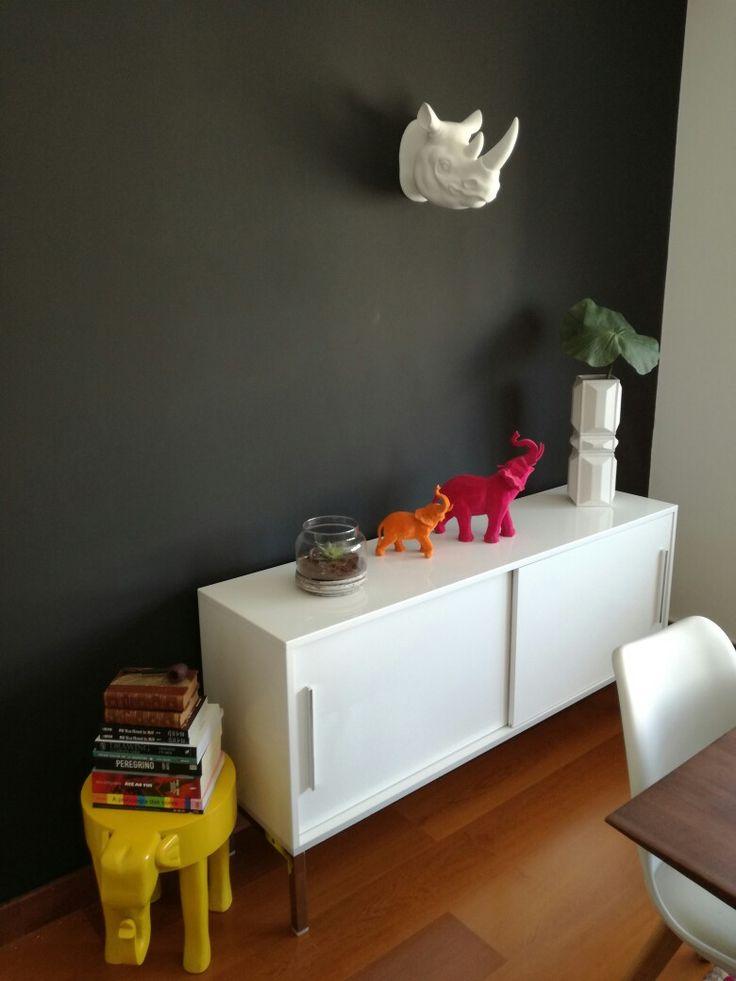 Side boad dinning room. Black wall