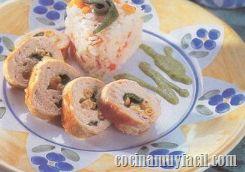 Deleita a tu familia con esta receta de comida mexicana: Pechugas de Pollo Rellenas con Elote y Chile Poblano, bañadas en crema de poblano y queso.