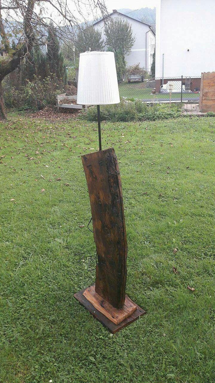 Stehlampe aus 200 Jahre alten holz