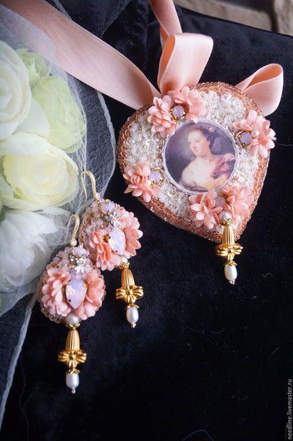 Купить или заказать Комплект ' Дама в розовом...' в интернет-магазине на Ярмарке Мастеров. Комплект из броши-кулона и серег в розовых оттенках, в стиле шебби-шик ) В работе много материалов , шелковая сетка, натуральный жемчуг, пайетки, японский бисер, бархат, шелковые ниточки, японская застежка, хрустальные бусины, сваровски цвета розовый опал, гипоаллергенные швензы, старинные подвесочки , цветочки из шелка , трунцал... К броши-кулону прилагается хлопковая лента нежно лососевого цвета…