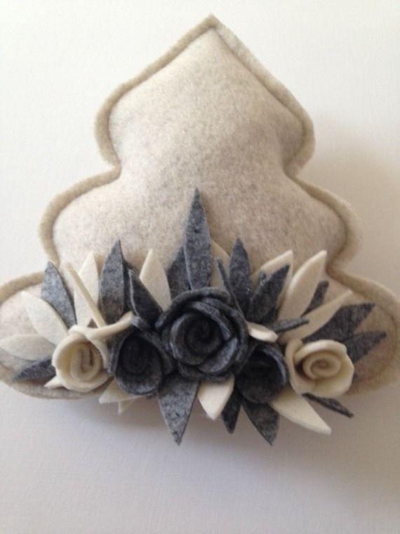 albero di natale cucito creativo con rose in feltro
