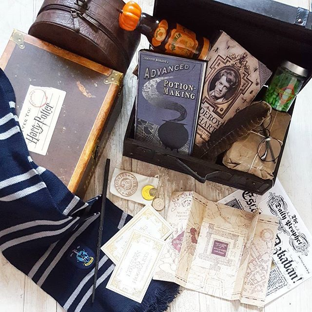 Day 21 #augustfantasychallenge ▫  Back to school shopping (what's in your trunk?) ▫  I've got my textbooks, pen, chocolates, tickets for the train, some money. And ofcourse, my wand!