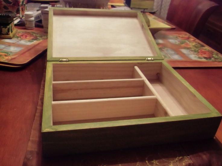 Trabajos de MB cubiertero abierto. Trabajo con pátinas sobre madera en la base externa. En el interior , la madera se curó con vaselina pura.