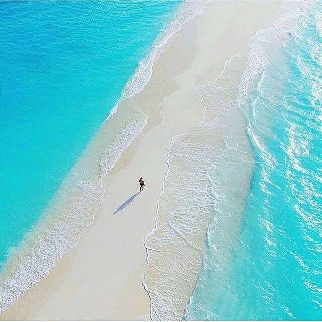 Maldivler....sizce de güzelse birlikte yürümek istediginiz kişiyi etiketleyin  Credit to @earthfocus  Photo by: @yasmin_faheem
