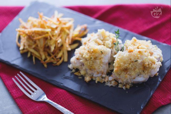 La coda di rospo con patate con panure al limone è un secondo piatto facile e veloce da preparare, accompagnato da un contorno di patatine fritte.