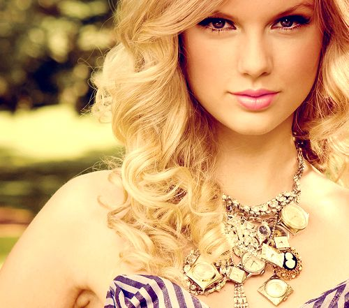 Day 20: My cousin and I had an eventful evening. It was filled with finding a trail of ants in the house, taking the dog for a walk, eating at a restaurant in a cute little farmhouse and concluded with some Tay-Tay Swift. We mostly just want her hair, of course.