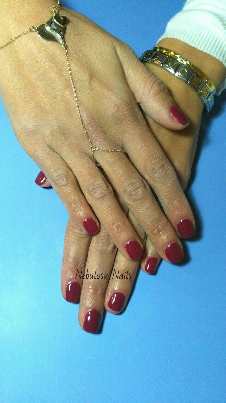 Semipermanente  #semipermanente #Bordeaux #unghiacortacomunquebella #semplice #simply #curadellemani #manicurate #mani #hands #bigliettodavisita #curadellemani #lospecchiodise #delicato #delicate #elegante #elegant #bellezza #cura #manicure #nails #nailart #unghianaturale #napoli #italia