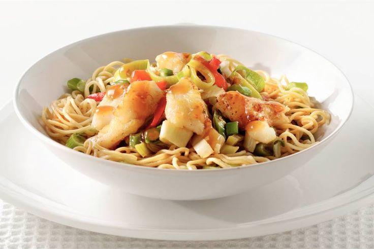 Kijk wat een lekker recept ik heb gevonden op Allerhande! Chinese wokvis met groenten en mie
