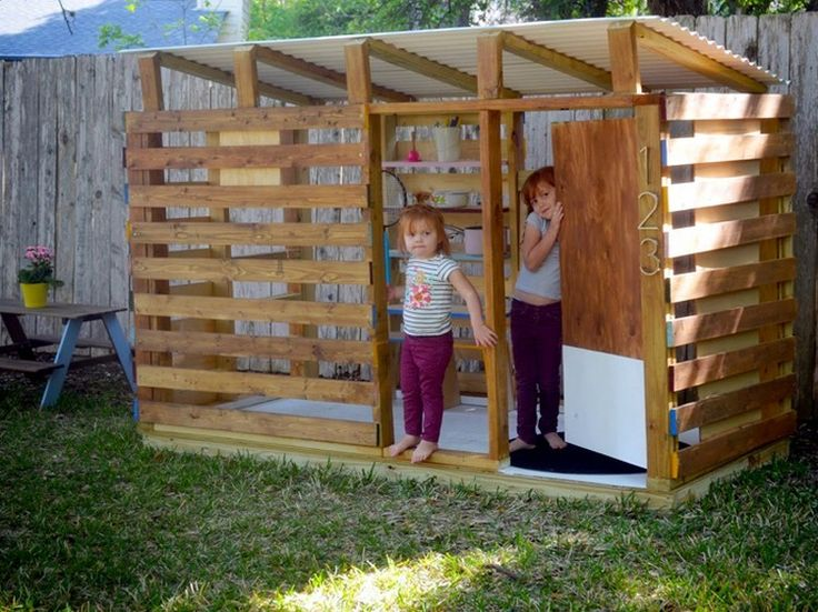DIY Pallet Kids Playhouse