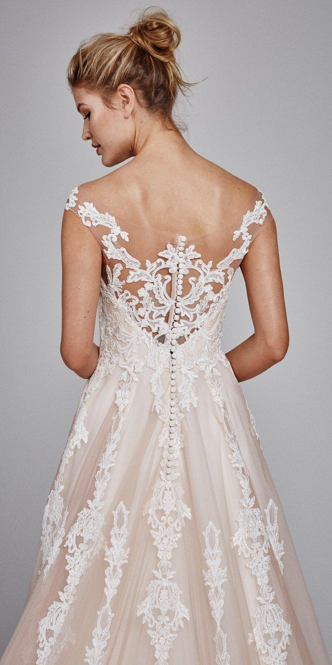 Off the shoulder lace wedding dress from @kellyfaetanini  Suri